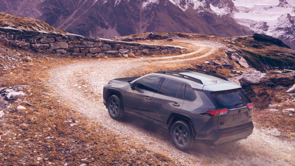 Движение в гору на автомобиле